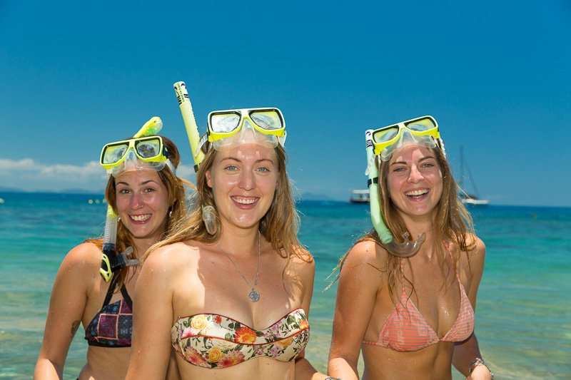 girls ready to snorkel the whitsundays coral reefs with Prosail